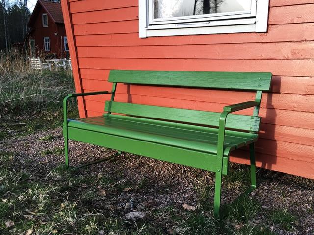 Tada! Det blev rena julstämningen med färgerna grönt, grått och rött. Men där blir det fint att sitta i sommar.